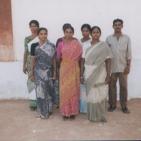 Un gruppo di membri del movimento che si occupano di insegnare ai bambini poveri