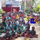 bambini sostenuti tsunami1