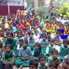 bambini sostenuti tsunami4