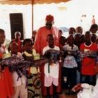 distribuzione materiale scolastico ai bambini sostenuti