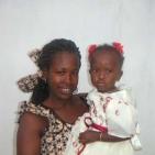 bambina sostenuta con la mamma 2