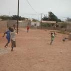 bambini che giocano per le strade di Toubab Dialaw