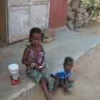 bambini per le strade di Toubab dialaw2
