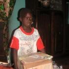 consegna regalo per uno dei bambini sostenuti