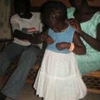 regali per una delle bambine sostenute